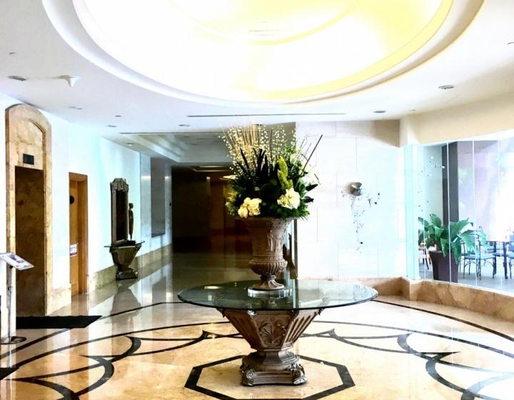Elegant Lobby Lift